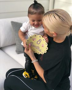Here's a look back at all of the sweetest and most intimate photos of Kylie Jenner's daughter, whom she shares with rapper Travis Scott Kris Jenner, Kylie Jenner Baby, Kendall Y Kylie Jenner, Trajes Kylie Jenner, Jenner Kids, Jenner Family, Kylie Jenner Style, Khloe Kardashian, Robert Kardashian