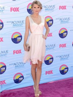 We vote: Taylor Swift for Best Dressed at the Teen Choice Awards!