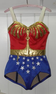 Sewing Cafe: Wonder Woman-A glimpse inside