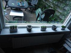 En tot slot zaten er in ons oude huis bruine vensterbanken, die konden niet achterblijven