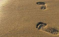 Картинки по запросу след на песке