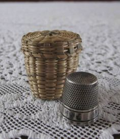 Vintage-Antique-Sweetgrass-Basket-Holder-and-Sterling-Silver-Simons-Thimble
