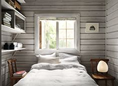 Charming Norwegian-style Log Cabin Packed with Iconic Design Pieces - Nordic Design Scandinavian Cottage, Swedish Cottage, Cozy Cottage, Cabin Design, Nordic Design, Design Design, Design Furniture, Plywood Furniture, Style Norvégien