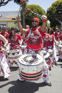 "Résultat de recherche d'images pour ""samba band surdo drums"" Samba Music, Brazilian Samba, Costume Ideas, Costumes, Play That Funky Music, Rainbow Fish, Bristol, Blues, Drum"