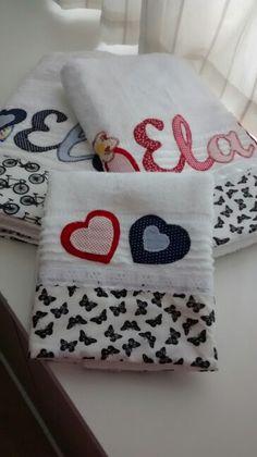 Jogo de toalhas Ele&Ela Kids Nap Mats, Bathroom Towel Decor, Baby Sheets, Personalized Towels, Embroidered Towels, Bath Towel Sets, Ribbon Embroidery, Bath Accessories, Burp Cloths