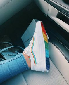 Tenis vans arco-íris - Count Tutorial and Ideas Moda Sneakers, Shoes Sneakers, Vans Shoes Fashion, Fashion Outfits, Fashion Tips, Tenis Nike Air, Nike Shoes Air Force, Diy Kleidung, Aesthetic Shoes
