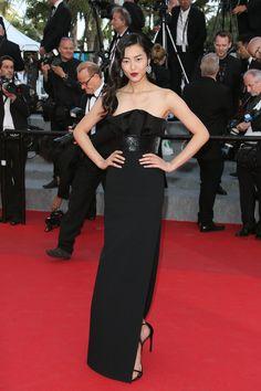 Liu Wen en robe Saint Laurent par Hedi Slimane à la projection de Deux Jours, Une Nuit au festival de Cannes, le 20 mai 2014
