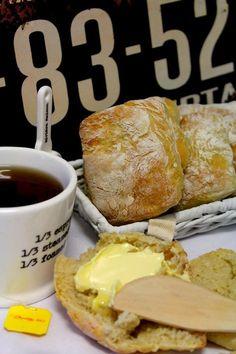 Kakkuviikarin vispailuja!: Pumpulisämpylät Finnish Recipes, Scones, French Toast, Bakery, Food And Drink, Rolls, Eat, Breakfast, Yummy Yummy