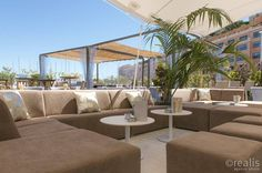 Zonaanbidders met smaak kunnen deze zomer in de haven van Monaco plaatsnemen op ons loungemeubilair bij restaurant Joseph.