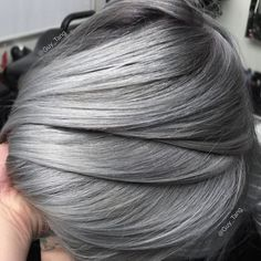 @hairbesties_ Reflective Metallic Hair on my friend @jkissamakeup❄️this was a color correction from a previous color that faded to Paranormal HairtivityI lift to a level 10 and overlay @kenraprofessional metallics  7vm and 7sm on rootagé  in Demi! Drag it out! Use 8sm in areas that appear beige or salmon to cover up and neutralize to a char tone and 10sm with a dot of red booster to neutralize the green pertain the hair that was left over from her previous color.❤️ and the results was…