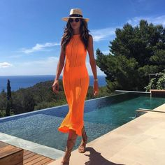 Summer in neon colors with Izabel Goulart.