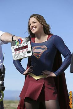 "Supergirl: Official Photos Released For The Flash Crossover ""Worlds Finest"" Supergirl Series, Supergirl Season, Supergirl 2015, Supergirl And Flash, Melissa Supergirl, Melissa Marie Benoist, The Flash, Flash Crossover, Cw Crossover"