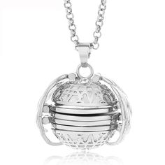 One picture is never enough, so have gorgeous Magical Expandable Photo Locket opens and expands to reveal 4 photos of precious loved ones.This magical locket is a perfect gift for family and friends to help them. Silver Locket Necklace, Silver Lockets, Pendant Necklace, Ball Necklace, Argent Antique, Antique Silver, Collar Diy, Photo Layers, Floating Lockets
