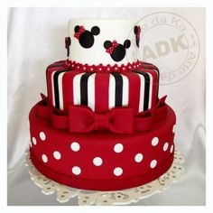 red and white Minnie's birthday cakes - Pasteles Divertidos. Mickey Mouse Torte, Minni Mouse Cake, Bolo Da Minnie Mouse, Bolo Mickey, Minnie Mouse Birthday Cakes, Minnie Cake, Mickey Cakes, Mickey Birthday, Bolo Cake