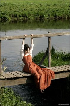 That dress just looks so comfortable! Becoming Jane. Anne Hathaway as Jane Austen Jane Austen, Story Inspiration, Character Inspiration, Fantasy Magic, Becoming Jane, Anne Hathaway, Pose Reference, Daydream, Photoshoot