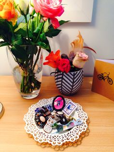 Bedside table, ring tray, roses