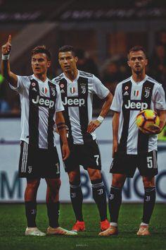 Juventus midfielder Miralem Pjanic Juventus forward Paulo Dybala and. Juventus Fc, Juventus Soccer, Juventus Players, Cristiano Ronaldo 7, Cr7 Ronaldo, Ronaldo Football, Hot Football Fans, Football Match, Juventus Wallpapers