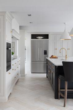Warwickshire Project - Humphrey Munson Kitchens Home Decor Kitchen, Kitchen Interior, Kitchen Ideas, Ikea Kitchen, Kitchen Inspiration, Kitchen Designs, Luxury Kitchens, Home Kitchens, Bespoke Kitchens