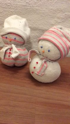 Make an Upcycled Sock Snowman #christmas #socksnowman