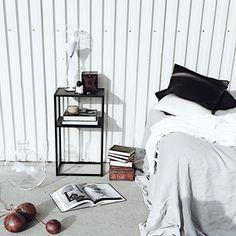 @domo_design photo shoot O Design, Minimalist Home, Photo Shoot, Bedroom, Table, Instagram Posts, Furniture, Home Decor, Minimalist House