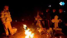 Vuurceremonie op Roemeens kerkhof.  http://www.spirit24.nl/#!player/showlist/program:53673437/group:37200368