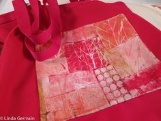 CLICK - Share & Inspire Coasters are a quick and easy way to use small experimental prints. You can piece small portions of prints, hand stitch and then cover a notebook. Piecing and framing monoprinted fabrics is a way to enjoy them all day long. Lots of hand stitching can transform your monoprints on fabric …