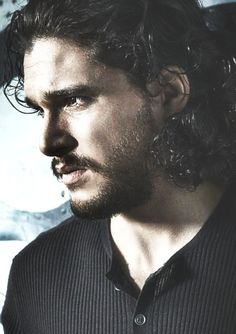Kit Harington e basta.