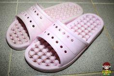찌든때와 세균 가득한 '욕실화' 마법가루 2종으로 세척하기 Pool Slides, Diy And Crafts, Sandals, Shoes, Shoes Sandals, Zapatos, Shoes Outlet, Shoe, Footwear
