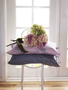 Shannon Fricke Bedlinen Bangalow in Bloom Pillow Case and Barely There Pillow Case