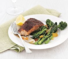 dinner under 400 calories, blackened salmon with broccoli