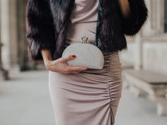 Glitter Clutch Forever21, Pose, Models, Elegant, Outfit, Glitter, Glamour, Skirts, Fashion