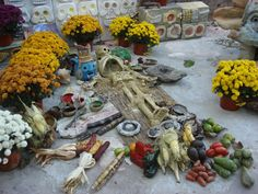day of the dead altar    Google Image Result for http://www.mexicanculturalcenter.org/yahoo_site_admin/assets/images/altar_with_tlacuilo_0121.301162239_std.jpg