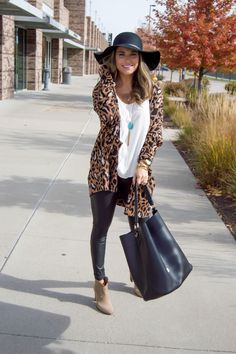 Oversized Leopard Cardigan + Bucket Bag - Stitch fix - Fall Outfit Leopard Cardigan Outfit, Leopard Print Outfits, Cardigan Outfits, Leopard Blazer, Casual Fall Outfits, Fall Winter Outfits, Autumn Winter Fashion, Cute Outfits, Legging Outfits