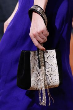 See all the Details photos from Lanvin Spring/Summer 2017 Ready-To-Wear now on British Vogue Lanvin, My Bags, Purses And Bags, Best Designer Bags, Bags 2017, Vogue, Luxury Bags, Fashion Bags, Fashion Trends