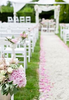 Romantic Outdoor Wedding Decoration: http://rasa-en-detail.de/projekte-details/articles/freie-trauung-im-schloss.html