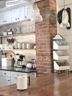 It's time to get frank about open shelving. Come on over and read my pros and cons and why I would install open shelving over and over again. Modern Farmhouse Kitchens, Modern Farmhouse Decor, Farmhouse Kitchen Decor, Home Kitchens, Country Kitchens, Country Farmhouse, Deco Cool, Farmhouse Remodel, Kitchen Trends
