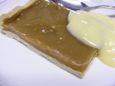 RECIPE- Butterscotch tart - my favourite primary school dessert :-) Tart Recipes, Pudding Recipes, Sweet Recipes, Baking Recipes, Dessert Recipes, Old School Desserts, School Dinner Recipes, Butterscotch Tart, Caramel Tart