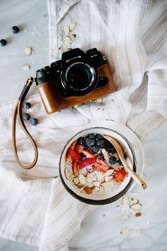 Must read food photography tutorials? New to food photography or a more seasoned shooter? Check out this post full of food photography tips! Must read!