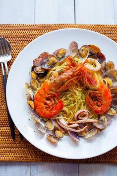 I took a picture of Pescatore. I shot the prawn orange, pasta yellow, clamshell color sharply in a pure white dish. I took the picture with the reflecto... - yusuke u. - Google+