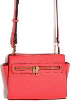perfect summer bag that will make a casual outfit pop