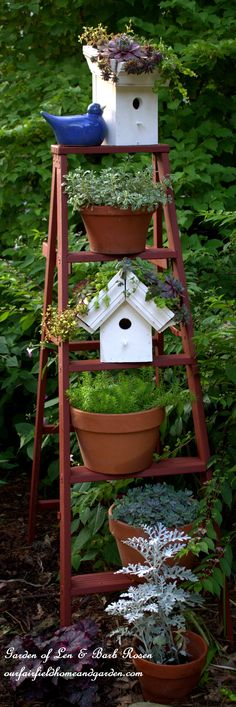 DIY ~ Easy-To-Make Greenroof Birdhouses! Don't have a lot of carpentry tools or skills? This is the project for you! No building required! http://ourfairfieldhomeandgarden.com/diy-easy-greenroof-birdhouses/