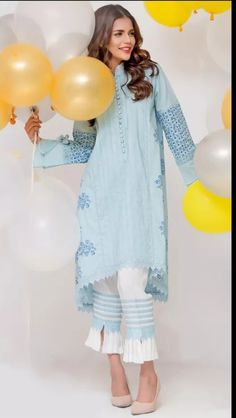 Lovely kurta Eid Outfits, Pakistani Outfits, Kurtis With Pants, Salwar Pants, Pakistan Fashion, India Fashion, Classy Suits, Pakistani Couture, Kurta Designs