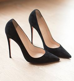ca28edb89e957 Every girl need a fabulous simple black pump! Pinned from dreamingbeing.   thebranddarling