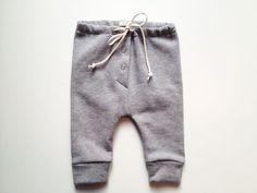 Trend Report 2014: Graue Jogginghose für Baby // Grey jogging trousers for babys by rikiki kids via DaWanda.com
