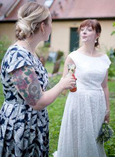 Moderne Nachhaltigkeit in ihrer ganzen Bandbreite: Vintage, Recycling, Fair Trade, Bio, Naturkosmetik, Vegan. Fotographie: Daniela Müller http://www.daniela-mueller.com/ Brautkleid: Elementar Design http://www.brautkleid-design.com/ Location: Dölitzer Wassermühle http://doelitzer-wassermuehle.de/ Dekoration:Lovely White Weddings http://www.lovelywhite.de/ Hair & MakeUp: Grün Geschminkt http://gruen-geschminkt.de/