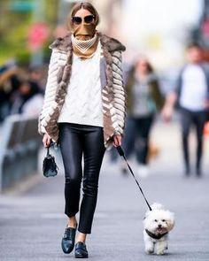 Olivia Palermo Street Style in a Black Tucked in Shirt Walking Her Dog New York, Spring Summer Olivia Palermo Outfit, Estilo Olivia Palermo, Olivia Palermo Street Style, Olivia Palermo Lookbook, Olivia Palermo Winter Style, Olivia Palermo Wedding, Sport Top, Head Scarf Styles, Sport Outfit
