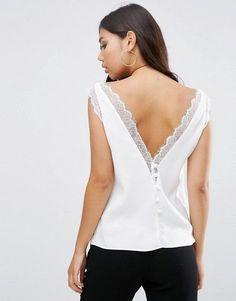 Camiseta sin mangas estilo camisola con aplicación de encaje y escote pronunciado de ASOS   32,99 €   629485