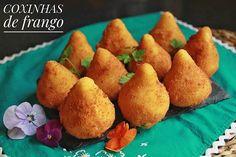 Coxinhas de frango - cocinandoconvanessa Cornbread, Ethnic Recipes, Food, Thighs, Brazilian Cuisine, Recipes, Millet Bread, Eten, Meals
