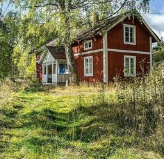 Swedish Cottage, Red Cottage, Cottage Homes, Cottage Style, Small Cottages, Cabins And Cottages, Small Buildings, Beautiful Buildings, Sweden House