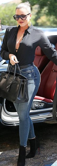 The Kardashian sisters transformed a simple parking lot into a runway while stepping out to lunch Tuesday where Khloe donned a busty black blouse and Kourt sported leather shorts. Style Khloe Kardashian, Koko Kardashian, Kardashian Workout, Kardashian Fashion, Kardashian Family, Kardashian Jenner, Kylie Jenner, Plus Size Clothing Online, Fashion Dictionary
